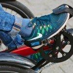 Für einen sicheren Halt sind ist das neue Dreirad Gekko fxs von HP Velotechnik mit Pedalen mit Fersenband und Fußhaken ausgestattet. Auf Wunsch werden Systempedale für SPD-Schuhe oder HP Velotechniks Ergopedale mit Unterschenkelfixierung montiert.