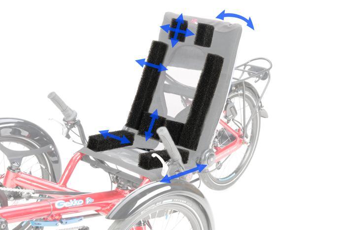 Neuer, individuell anpassbarer OrthoFlex-Sitz vom Liegeradspezialisten HP Velotechnik: Die Sitzbespannung ist mit Polstertaschen in Sitzfläche und Lehne ausgestattet, die per Klettverschluss geöffnet werden können. In diesen Taschen können Polsterelemente für die seitliche Führung sowie die Lordosenstütze im Lendenwirbelbereich ganz nach den persönlichen Andorderungen positioniert werden. Für kleinere FahrerInnen unter 1,40 Körpergröße können Polsterelemente für den Kopf- oder Nackenbereich verwendet werden. Die Sitztiefe ist per Schnellspanner um 7 cm verstellbar.